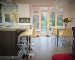 Winsford Gardens kitchen island and table