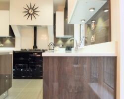 Winsford Gardens white and wood countertop
