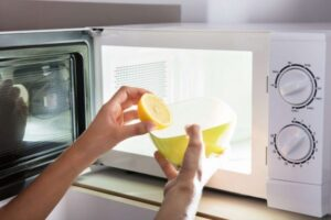 cleaning the microwave