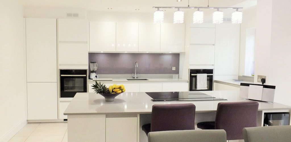 Rectory Garth Glossy kitchen cabinets