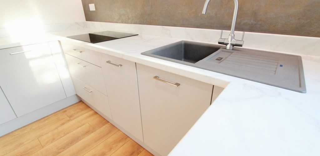 Southend Road simple white kitchen top design