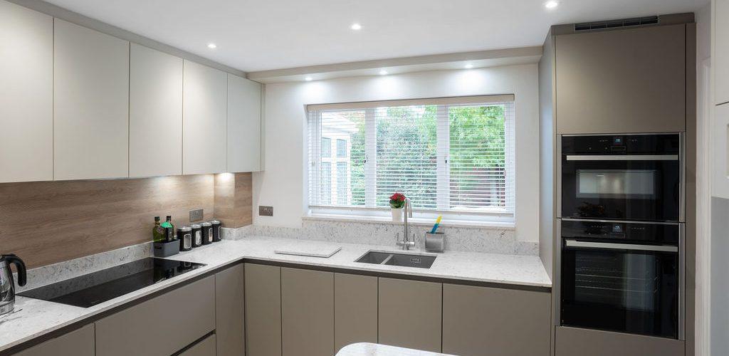 Oak Close simple cozy kitchen