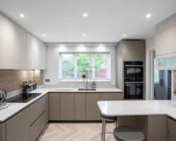 Oak Close simple cream color kitchen design