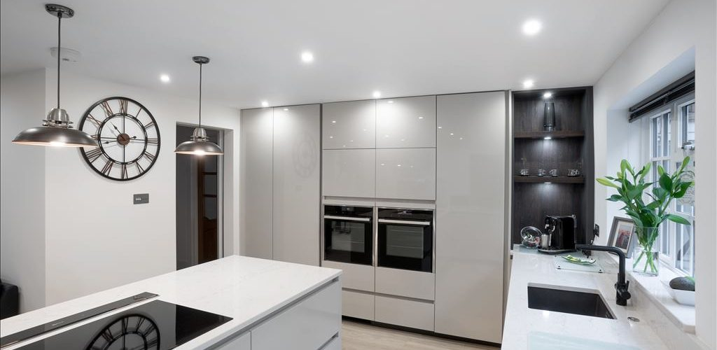 Warren Road glossy kitchen cabinets with appliances